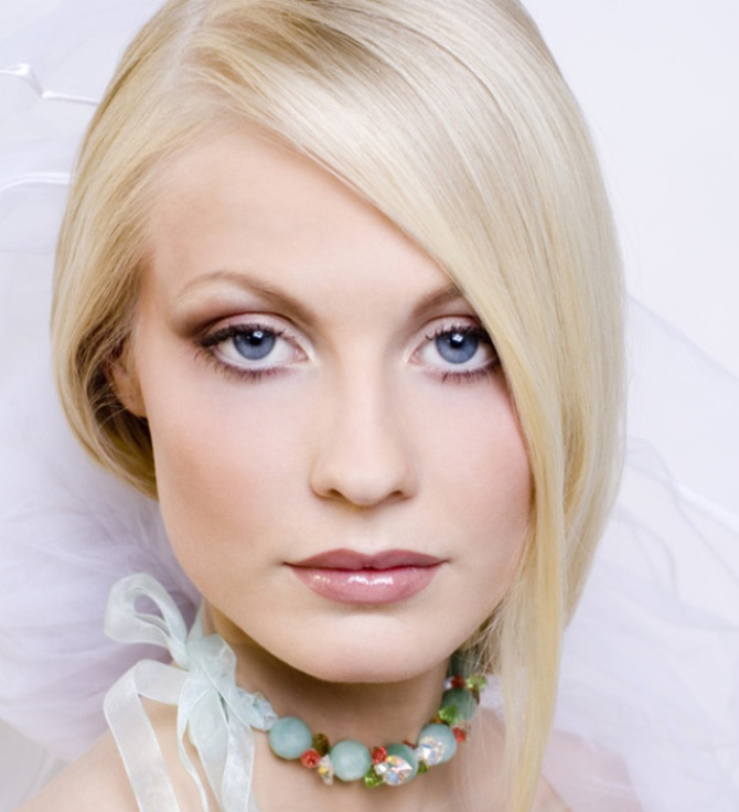 Portrait of the young blonde in a wedding veil