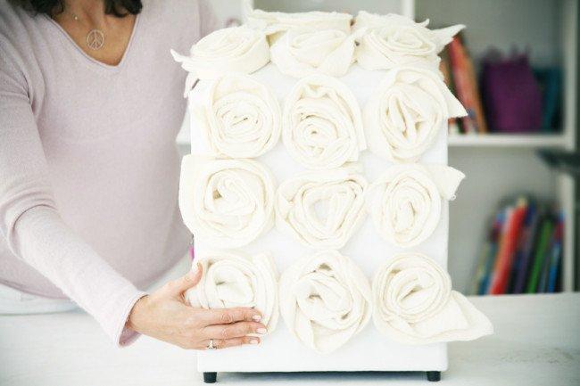 21-faca-voce-mesmo-customize-seu-pufe-com-incriveis-flores-de-feltro